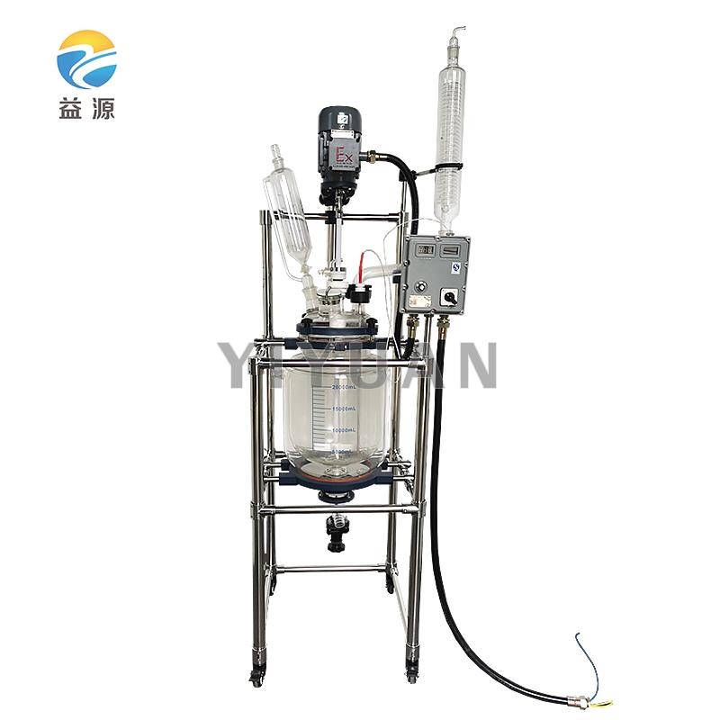 反应釜内放反应溶媒做搅拌反应